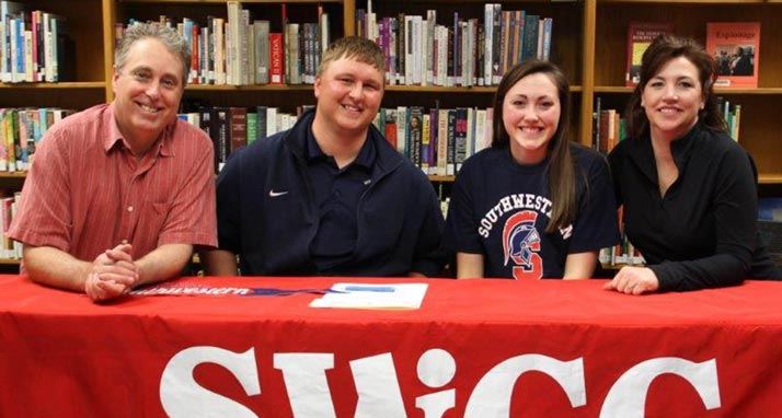 Sydney Goltl signs with Spartan Golf